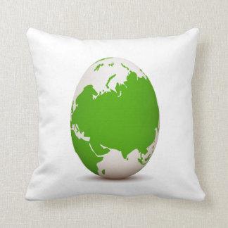 huevo blanco verde del globo formado con shadow.pn cojín