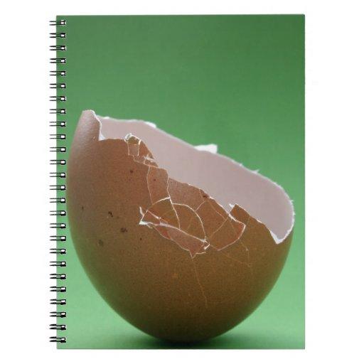 Huevo cáscara agrietado libros de apuntes con espiral