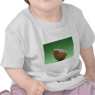 Huevo cáscara agrietado camisetas