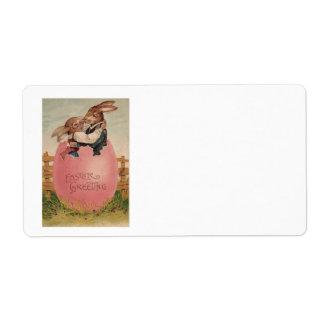 Huevo coloreado pintado que se besa de los pares etiquetas de envío