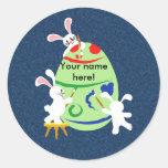 huevo de la pintura del conejito etiquetas redondas