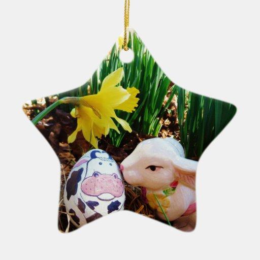 Huevo de la vaca del conejito de pascua que se adorno