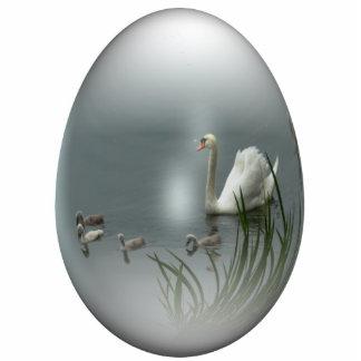 huevo de Pascua con el cisne y los pollos del cisn Adorno Fotoescultura