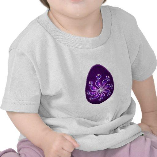 Huevo de Pascua con el estampado de plores pintado Camisetas