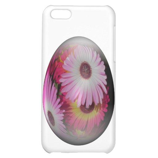 huevo de Pascua con las flores llamativas