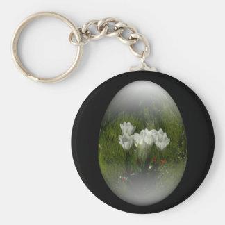 huevo de Pascua con los tulipanes blancos Llavero Redondo Tipo Pin