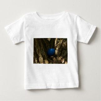 huevo de Pascua en un árbol para la caza del huevo Playera