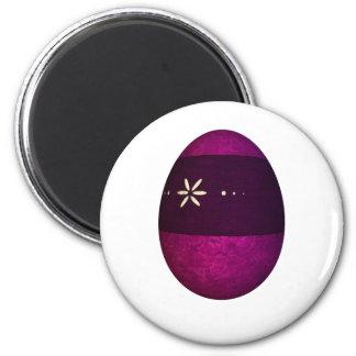 Huevo de Pascua pintado de la banda Iman De Nevera