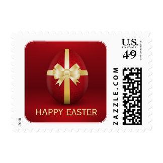 Huevo de Pascua rojo con los sellos de oro del arc