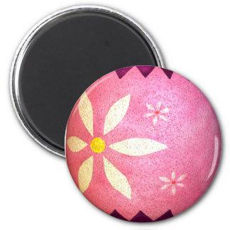 Huevo de Pascua teñido rosa de la margarita Imán De Nevera