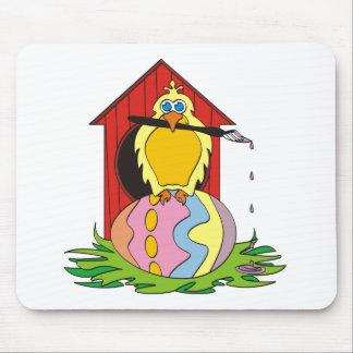 Huevo del pájaro de Pascua Alfombrillas De Raton