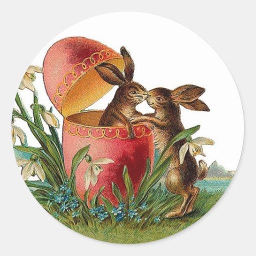 Huevo del vintage y el besarse de los conejos de etiquetas redondas