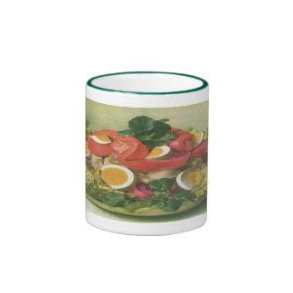 Huevo del vintage y ensalada del tomate taza a dos colores