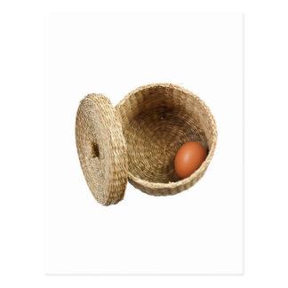 Huevo en cesta tarjeta postal