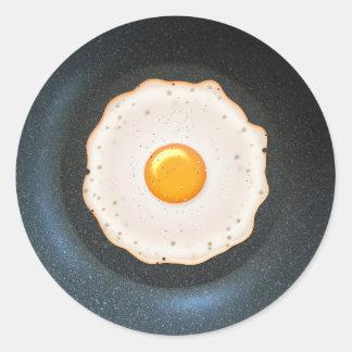 Huevo frito en la cacerola - pegatina