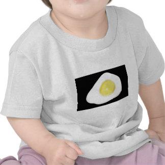 Huevo frito en negro camiseta