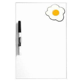 Huevo hermoso tablero blanco