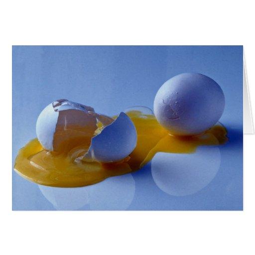 Huevo roto tarjeta de felicitación