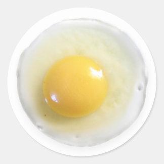 Huevo sobre fácil pegatina redonda