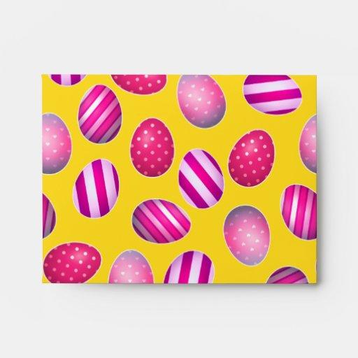 Huevos de Pascua amarillos y modelo rosado