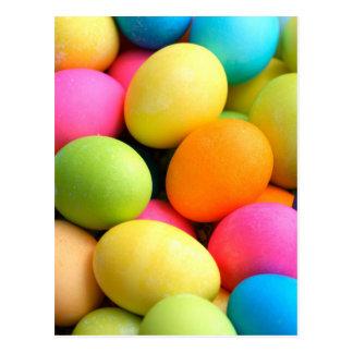 Huevos de Pascua coloridos Postales