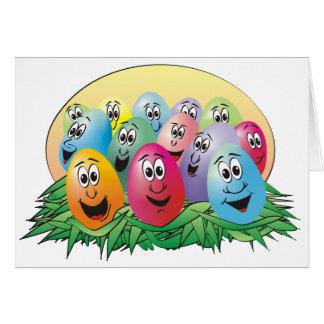 Huevos de Pascua con las caras en hierba Tarjeta De Felicitación