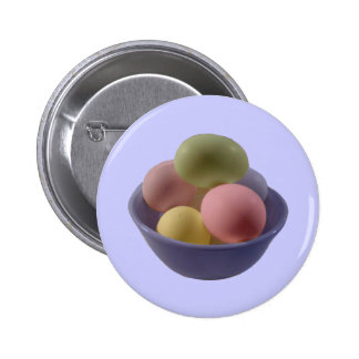 Huevos de Pascua en un cuenco Pin