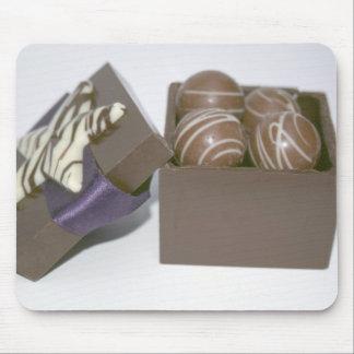 Huevos de Pascua en una caja del chocolate Tapetes De Ratón