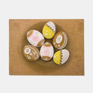 Huevos de Pascua, galletas del pan de jengibre - Felpudo