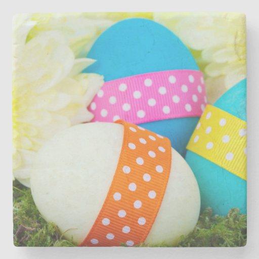 Huevos de Pascua pintados, cintas, puntos, flores Posavasos De Piedra