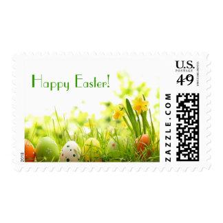 Huevos de Pascua que ocultan en hierba con los Sellos