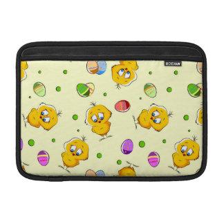 Huevos de Pascua y polluelos del bebé Funda Para Macbook Air