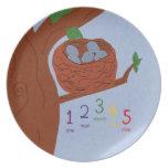 Huevos del petirrojo de la jerarquía y números mul plato