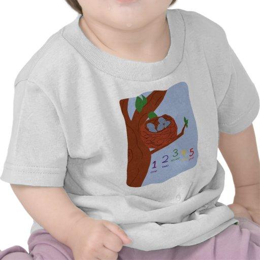 Huevos del petirrojo de la jerarquía y números camisetas