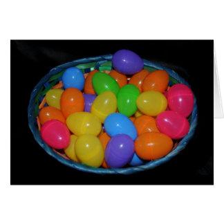Huevos en una cesta tarjeta de felicitación