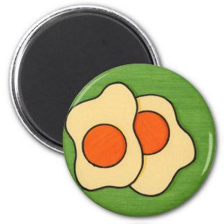Huevos en una placa imán redondo 5 cm