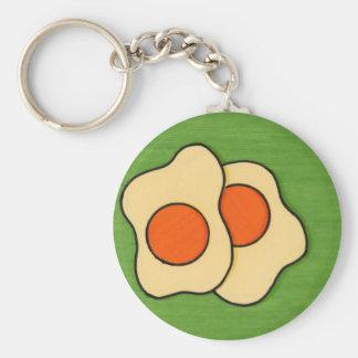 Huevos en una placa llavero redondo tipo pin