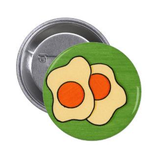 Huevos en una placa pin redondo de 2 pulgadas