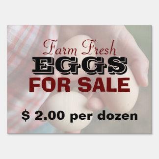 Huevos frescos de la granja para la venta 2 letreros