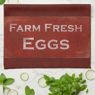 Huevos frescos de la granja toalla de mano