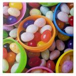 Huevos plásticos llenados de las habas de jalea azulejos ceramicos