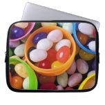 Huevos plásticos llenados de las habas de jalea fundas ordendadores