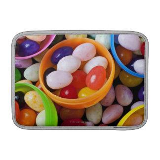 Huevos plásticos llenados de las habas de jalea funda para macbook air