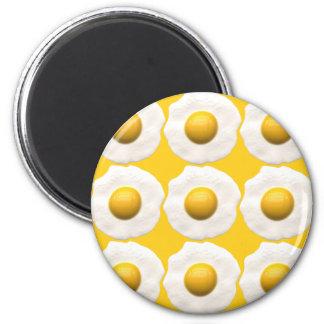 Huevos sobre fácil imán redondo 5 cm
