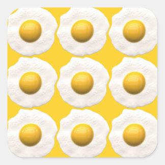 Huevos sobre fácil pegatina cuadrada
