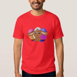 Huevos y camiseta del rojo del conejito polera