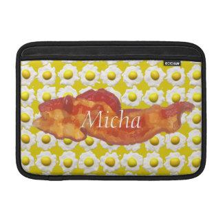 Huevos y monograma del desayuno del tocino funda  MacBook