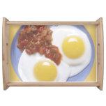 Huevos y salsa bandeja
