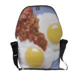 Huevos y salsa bolsas messenger