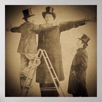 Hugo la sepia gigante del vintage del monstruo del póster